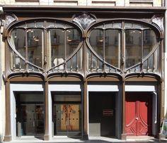 Ancien magasin Vaxelaire (1899-1901) 13, rue Raugraff Nancy 54000. Architecte : Charles André. Devantures par Emile André et Eugène Vallin.