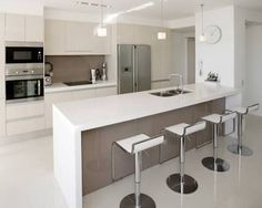 Brilliant Modern Small Kitchen Design Modern Small Kitchen Home And Interior Small Modern Kitchens, Custom Kitchens, Black Kitchens, Modern Kitchen Design, Interior Design Kitchen, Home Kitchens, Modern Design, Kitchen Contemporary, Modern Bar