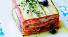 Envie d'une recette de terrine de légumes fraîche et légère ? Essayez celle-ci ! Ultra colorée et parfumée, c'est le coup de coeur de l'été.  Pour 6 personnes ...