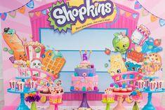 Vocês conhece os Shopkins? O desenho que transforma produtos de lojas em personagens super fofos é a mais nova febre nas festinhas norte americanas.