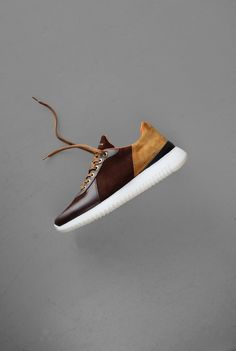 Ambitious is a Portuguese Men's Footwear & Clothing Brand with a Fashion-Forward Attitude & a New Approach to Footwear. Zapatillas Casual, Tenis Casual, Casual Sneakers, Boys Shoes, Men's Shoes, Shoe Boots, Shoes Sneakers, Shoes Style, Sneaker Dress Shoes