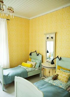 Ideas and inspiration Colorful Decor, Colorful Interiors, Classic Wallpaper, Bed Lights, Traditional Wallpaper, House Built, Eclectic Style, Wall Treatments, Boho Decor