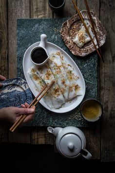 Chinese dim sum dish,Chee cheong fun (Steamed rice rolls) is made of rice and corn flour. Can be plain or with some meat or shrimp rolled inside the rice rolls. Vietnamese Recipes, Asian Recipes, Chinese Recipes, Fancy Recipes, Indonesian Recipes, Rice Flour Recipes, Rice Rolls, Sushi, Steamed Rice