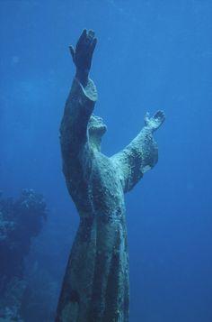 Il Cristo degli abissi è una statua bronzea posta nel 1954 sul fondale della baia di San Fruttuoso, tra Camogli e Portofino all'interno dell'Area naturale marina protetta Portofino, a 15 metri di profondità. L'immersione per osservare la statua è una delle escursioni più famose del litorale ligure, e il Cristo è diventato negli anni il simbolo della passione per la subacquea e il mare.