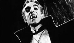 """El día de hoy falleció el actor mexicano Germán Robles a los 86 años, fue uno de los actores más completos en todos los ámbitos, al participar en 600 teleteatros, 30 telenovelas, más de 90 películas y prestar su voz en una veintena de series y películas animadas. Alcanzó fama mundial gracias a su papel dentro del filme ''El Vampiro'', descanse en paz """"El Mejor VAMPIRO del cine de horror""""."""