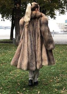 Fabulous Fox, Mink Fur, Fur Fashion, Fox Fur, Diana, Street Style, Fur Coats, How To Wear, Ponytail