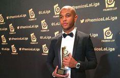 e milieu international algérien, Yacine Brahimi, a remporté le titre de meilleur joueur africain du championnat espagnol de football 2013-2014.