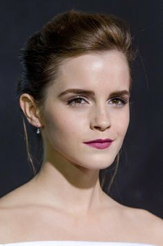 Love this look on Emma Watson! Berry lips are on trend for fall. Emma Watson Beautiful, Emma Watson Sexiest, Beauty Makeup, Hair Makeup, Hair Beauty, Emma Watson Belle, Harry Potter, British Actresses, Beautiful People