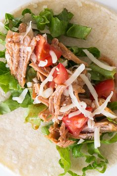 Pulled Pork Tacos: Fast and easy, tacos make an ideal meal any night of the week – especially when you have leftovers of Pulled Pork! Epicure Recipes, Pork Recipes, Tacos Au Porc, Pulled Pork Tacos, Yummy Eats, Recipe Using, Family Meals, Dinner Ideas, Healthy Snacks