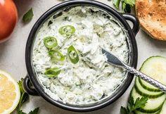 Voici une trempette de saison super rafraichissante et très facile à faire... Parfait pour servir avec des bons légumes frais et des grillades!