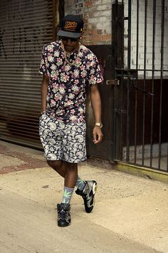 Get this look: http://lb.nu/look/4940790  More looks by Kris Hilton: http://lb.nu/user/283441-Kris-H  Items in this look:  Neff Floral Shirt, H&M Shorts, Huf Socks, Nike Snapback