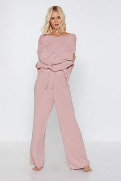 So comfy RN! get lounging in Nasty Gal's collection of lounge sets, with short sets, night dresses and matching tees and bottoms for a dreamy night in. Loungewear Outfits, Loungewear Set, Lounge Outfit, Lounge Wear, Lounge Clothes, Lounge Pants, Pijamas Women, Vintage Outfits, Pantalon Large
