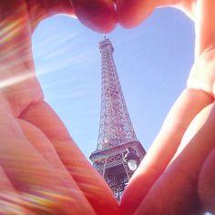 Sem mais !!! #jeteaime #iloveparis #iloveit #eiffeltower #torreeiffel #europe #france #paris #naopodiasermelhor #podiasim by victorromansini Eiffel_Tower #France