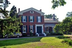 MacKechnie House Cobourg (Ontario) This B&B offers rooms with garden views. A communal patio is available for guests and a full breakfast is provided. Spa packages are available. Victoria Park and Beach is 5 minutes' drive away. Best Hotel Deals, Best Hotels, Spa Packages, House Beds, B & B, Hotel Reviews, Bed And Breakfast, Ontario, North America