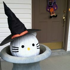 Hello Kitty Pumpkin, Erin would love this.  Will have to do next year.