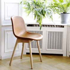 Neu Chair er designet for WRONG FOR HAY. Stolen er ergonomisk støpt og er egnet…
