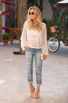 looksly - Nati Vozza com calça jeans detonada e blusa de renda com manga sino do Verão 2016