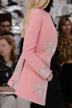 View all the detailed photos of the Christian Dior haute couture fall 2014 showing at Paris fashion week. Read the article to see the full gallery. Casual Dresses, Fashion Dresses, Lace Bridal Robe, Dior Dress, Christian Dior Couture, Indian Fashion, Womens Fashion, Dress Neck Designs, Couture Details