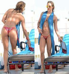 Jennifer Nicole Lee at Miami Beach