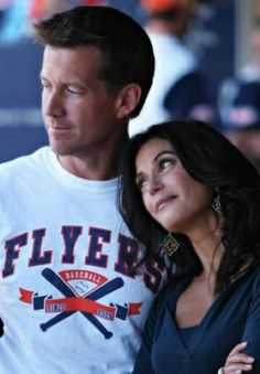 Mike and Susan - Desperate Housewives Best Tv Couples, Best Couple, See Movie, Movie Tv, Desperate Housewives Cast, Mystery Tv Shows, Designated Survivor, Devious Maids, Wolf T Shirt