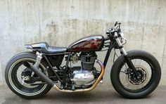 Kawasaki 250TR Cafe Racer by Flakes Motorcycle #motorcycles #caferacer #motos | caferacerpasion.com