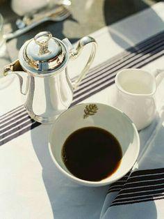 Addicted to Caffeine / Coffee ♥ Lover Coffee Talk, I Love Coffee, Coffee Break, Morning Coffee, Coffee Latte Art, Coffee Shop, Coffee Cups, Coffee Coffee, Black Coffee