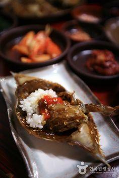 목포 인동주마을에 가면 인동초를 넣어 만든 꽃게장이 있다고 합니다. 부지불식간에 침이 꿀꺽 넘어가는 이 사진~ 자세한 이야기는 이 곳에서 -> http://korean.visitkorea.or.kr/kor/inut/travel/content/C03030100/view_1805126.jsp