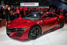 ホンダはスポーツ車の新型「NSX」を世界初公開した