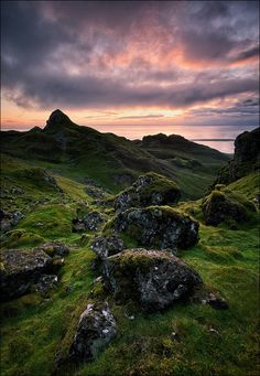 [ ... the quiraing ] - Quiraing Mountains, Trotternish Peninsula, Isle of Skye, Scotland, 24.08.12 Kamera/Camera: Canon Eos 5 D Mark III Objektiv/Lens: Canon EF 17-40mm/ 4/ L USM Filter: Lee Filters 0.9 ND soft