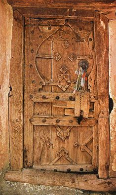 amazing wooden door. Imagine the history of this door: who made it? when? what is behind it?
