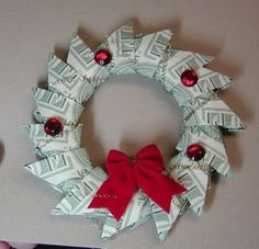 Origami Money Wreath by vkp4la Noel Christmas, Christmas Wreaths, Origami Christmas, Christmas Hacks, Christmas Goodies, Craft Gifts, Diy Gifts, Creative Money Gifts, Gift Money