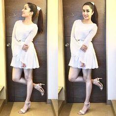 Shraddha Kapoor Cute, Sonam Kapoor, Deepika Padukone, Bollywood Girls, Bollywood Stars, Bollywood Fashion, Bollywood Outfits, Beautiful Bollywood Actress, Beautiful Indian Actress