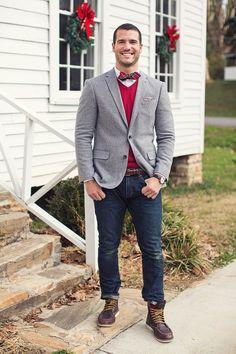 Comprar ropa de este look: https://lookastic.es/moda-hombre/looks/blazer-jersey-de-pico-camisa-de-vestir/656 — Blazer Gris — Jersey de Pico Rojo — Corbatín de Tartán Rojo — Camisa de Vestir Blanca — Pañuelo de Bolsillo a Lunares Gris — Vaqueros Azul Marino — Botas de Trabajo de Cuero Marrón Oscuro