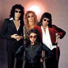 British rock band Queen: Roger Taylor, Brian May, John Deacon and Freddie Mercury. Queen Photos, Queen Pictures, Queen Freddie Mercury, John Deacon, I Am A Queen, Save The Queen, Queen Art, Stevie Nicks, Fleetwood Mac