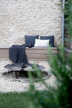 DIY Feuerecke im Garten - New ideas Outdoor Food, Outdoor Spaces, Outdoor Living, Outdoor Decor, Garden Furniture, Outdoor Furniture Sets, L Shaped Bench, Garden Inspiration, Outdoor Gardens
