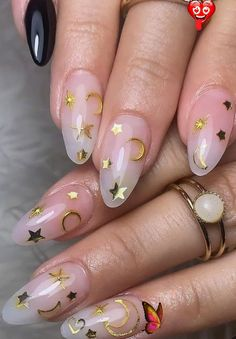 50 Glittering Acrylic Nails for Medium-Length Nails and Long Nails - The First-Hand Fashion News for Females  <br> Acrylic nails are full of fairy spirit and suitable for all seasons. It looks white with white skin, embellished with decorations such as gold foil, pearl, flash powder and so on, making fingernails look particularly attractive. If you like this kind of crystal texture nail patterns, these pictures will bring you new inspiration. These kinds of nail models will definitely have… Pointy Nails, Coffin Nails Long, Matte Nails, Long Nails, Glitter Nails, Short Nails, Square Acrylic Nails, Almond Acrylic Nails, Summer Acrylic Nails