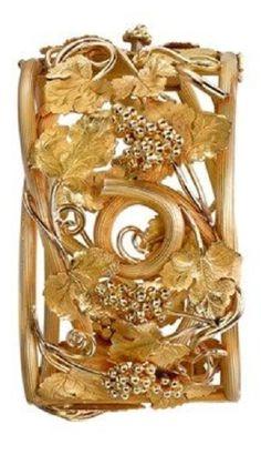 Victorian grape leaf and vine motif 18ct yellow gold bangle, circa 1880. #Victorian #antique #bangle