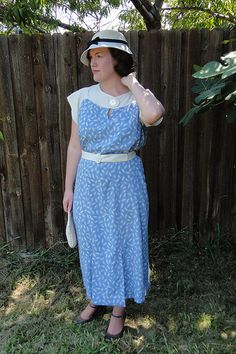 Jen's beautiful 30s dress and hat she made. (via http://festiveattyre.blogspot.com/2011/06/retro-ice-cream-fun.html ) #1930s #blue #dress #vintage