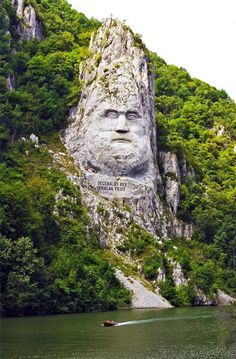 Statue of King Decebalus, Danube River, Serbian/Romanian - the largest rock carving in Europe. Decebalus Orsovo was the last King of Dacia (now Romania). He was defeated by Trajan in 195 A. and his country became part of the Roman Empire. Oh The Places You'll Go, Places To Travel, Places To Visit, Les Balkans, Hallstatt, Visit Romania, Romania Travel, Neuschwanstein, Danube River