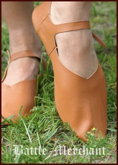 Medieval strap shoes, side-laced, turn-sewn