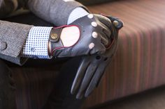Gloves: 5-1011 'Delta' Hairsheep Leather Classic Driving Gloves in Charcoal/Berry