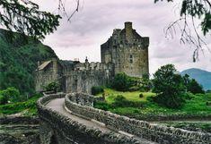 Allt ifrån imponerande landmärken till mystiska ruiner, är Scotland vida känt framför allt för dess ikoniska slott.