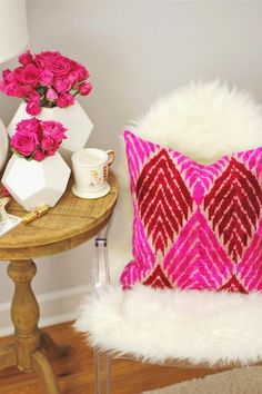 Fur chair & pink