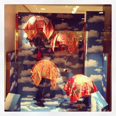 Great window display - at HERMES ( Seen at Zürich Airport)