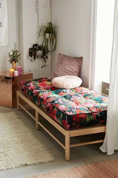 Vintage Home Urban Outfitters Vera Floral Daybed Cushion Indian Home Decor, Diy Home Decor, Living Room Decor, Bedroom Decor, Bedroom Ideas, Decor Room, Home And Deco, Furniture Design, Furniture Ideas
