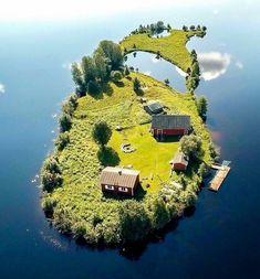 Wyspa w Rovaniemi, Finlandia.