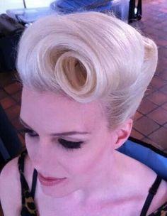 Hairstyles Short Retro Pin Up Ideas Retro Hairstyles, Wedding Hairstyles, Vintage Hairstyles Tutorial, Graduation Hairstyles, Hair Colorful, Peinados Pin Up, Vintage Wedding Hair, Hair Wedding, Pin Up Hair