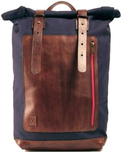 MARINE BLUE SAILOR BACKPACK  Backpack made of marine blue waterproof canvas and hand-colored brown leather. Color and hue of Disappear's products may be slightly different from one to another due to the nature of the material and manufacturing. This makes each disappear creation so unique.  Dimensions: About 55x26x14 (total length), front pocket 22x28 - shoulder strap width 3cm  -  Zaino Sailor's Backpack - Darkbrown version. Zaino realizzato in tela blu resistente all'acqua e cuoio scuro…