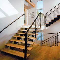 chất liệu làm cầu thang gỗ cho gia đình