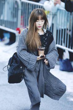 Taeyeon  C0-VZK2UkAAjT8o.jpg (800×1200)